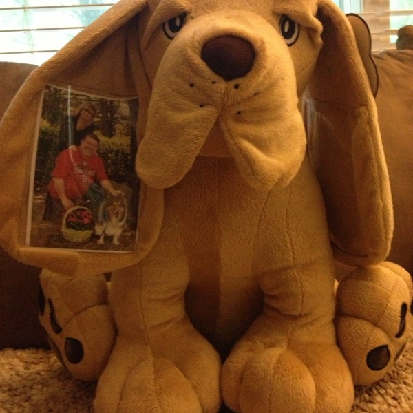 Sponsored Post: Kin Pal Hound Dog Review and Giveaway!